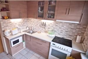 Как обустроить маленькую кухню?